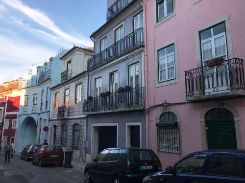 Rua de Diu (our place was thru the blue arch)